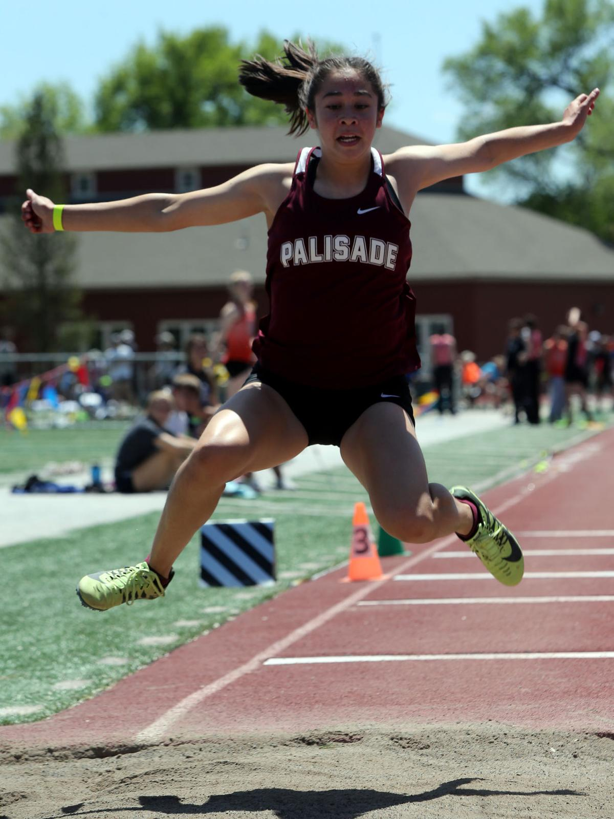 Palisade hurdlers chase state qualification