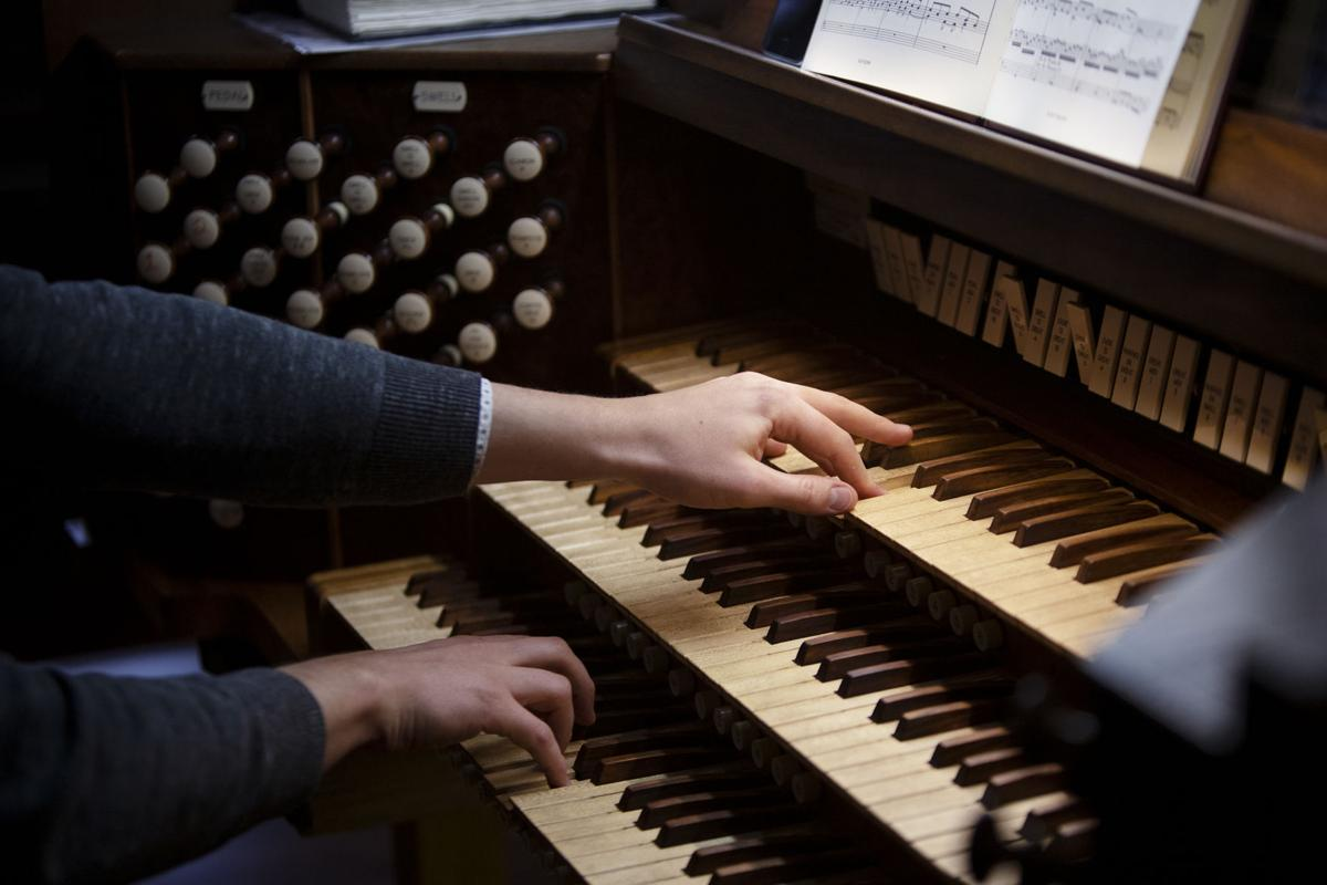 Pipe organ performance to features John Ahern