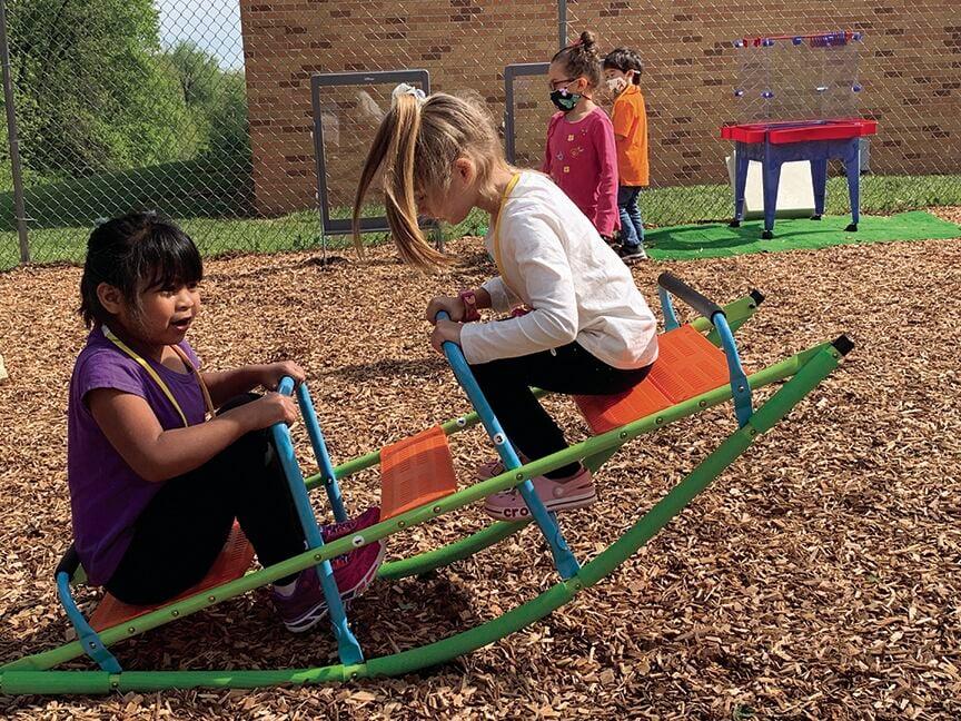 Students explore Outdoor Wonder Lab at Oakwood Manor Elementary