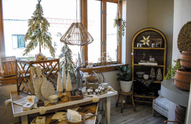 Oconomowoc High Grad Opens New Home Decor Store Business Gmtoday Com