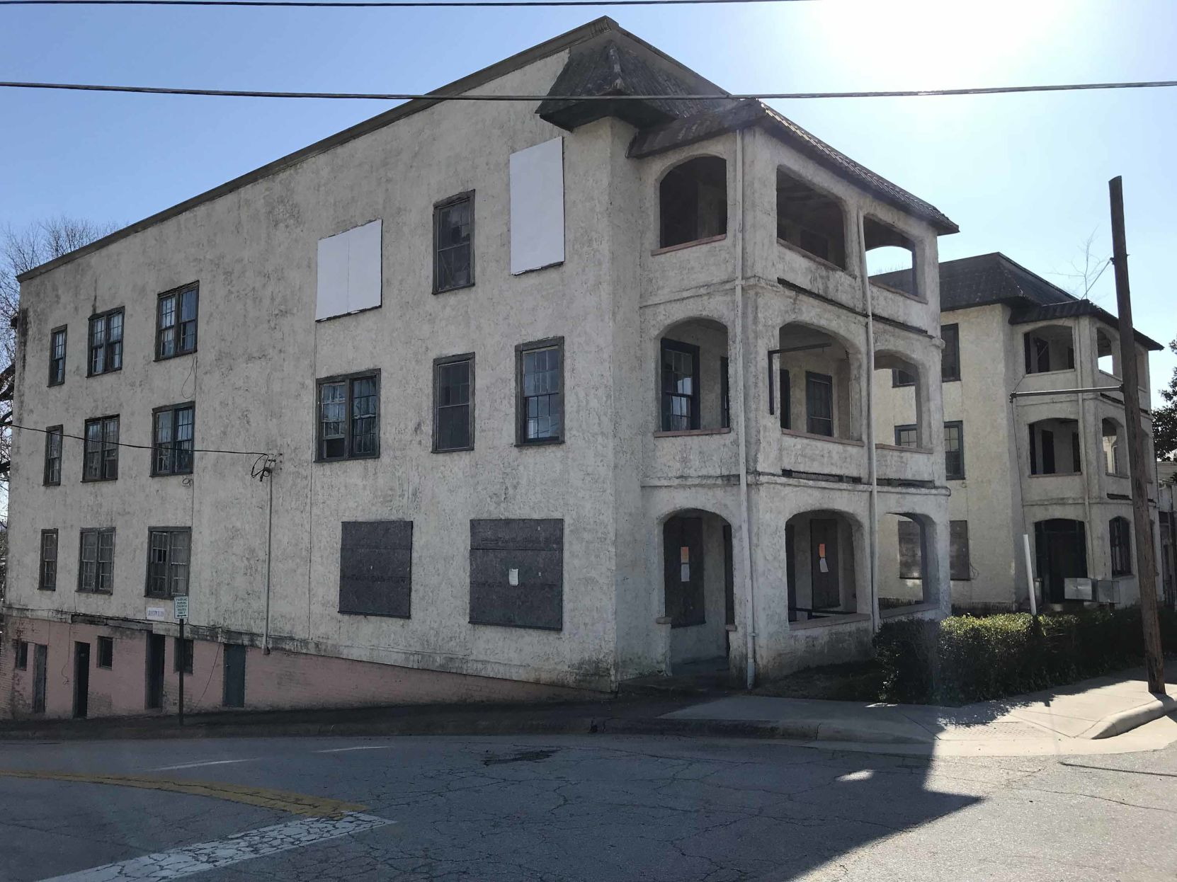 Danville Weighs Buying Blighted Apartment Building