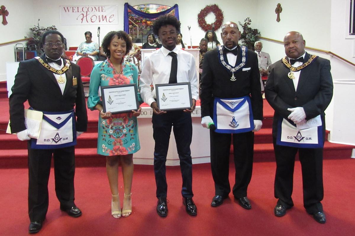 Masons present scholarships