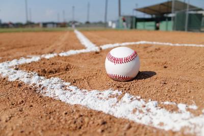 baseball-field-1563858_960_720.jpg