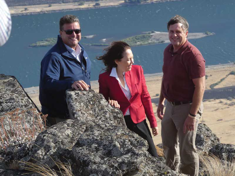 Cantwell visits proposed energy project site