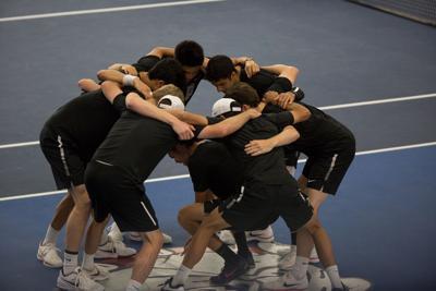 mens tennis huddle pacific