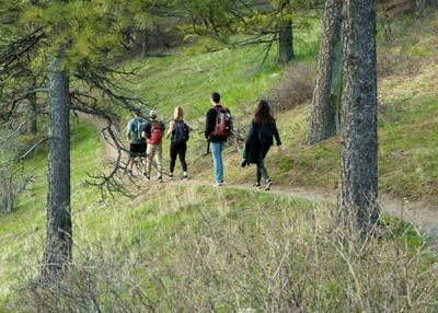 GU students take a hike in Spokane