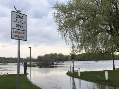 Presentation on water levels in Grand Haven