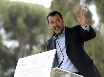 Italian populist mixes religious symbols with his politics