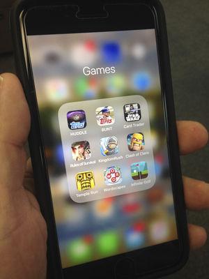 Michigan school districts locking away digital distractions