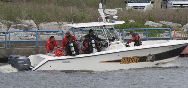 Man suspected of murder captured after fleeing into Lake Michigan
