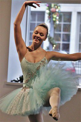 Holland art council to host 'Nutcracker' ballet tea