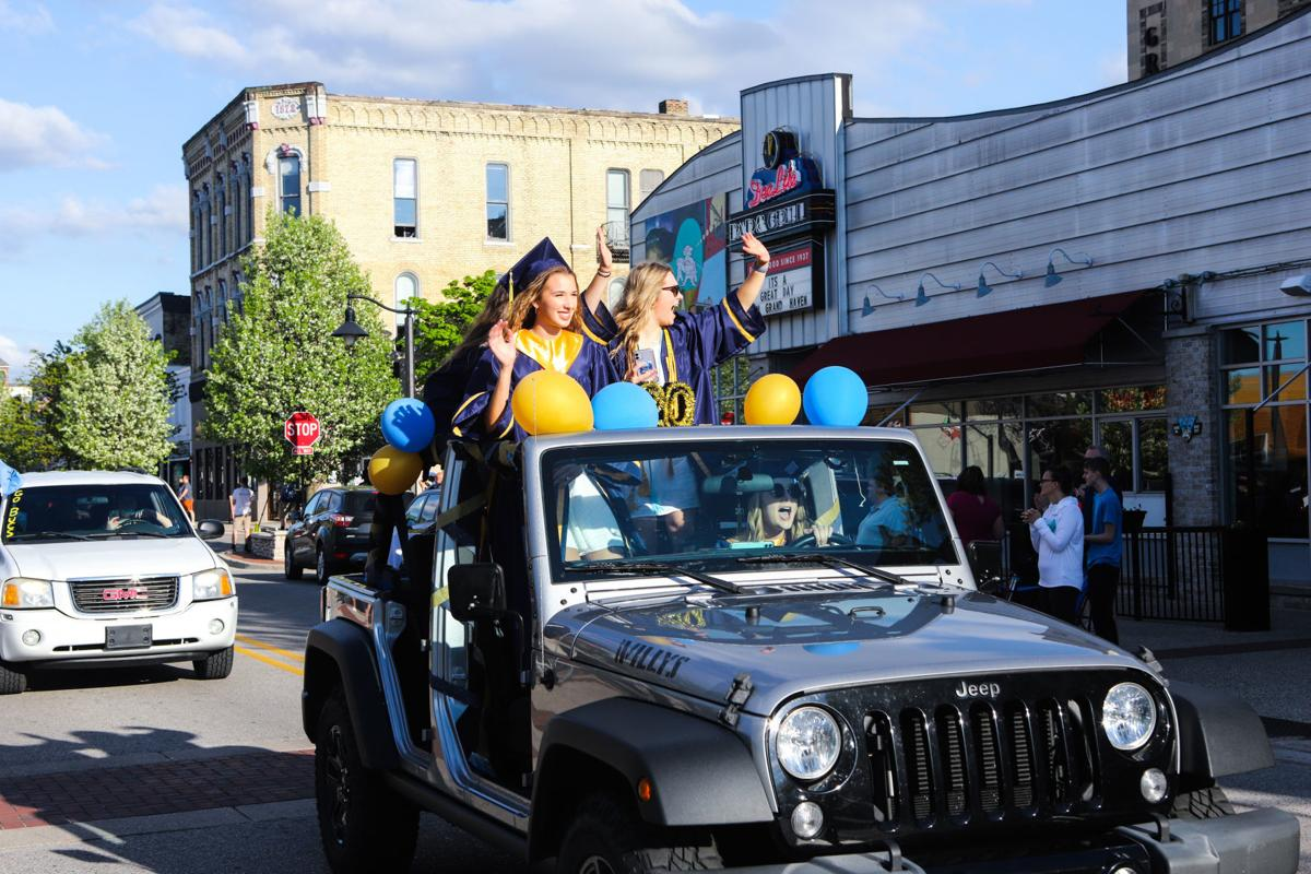 GH Grad Parade 1