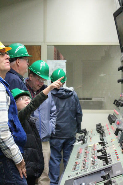 Community tours Sims plant during farewell celebtration
