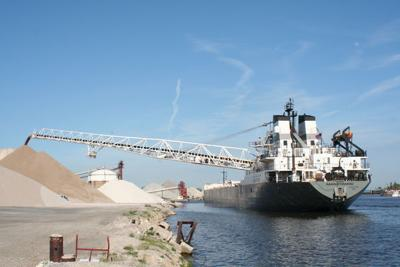 Manitowoc delivers stone to Harbor Island