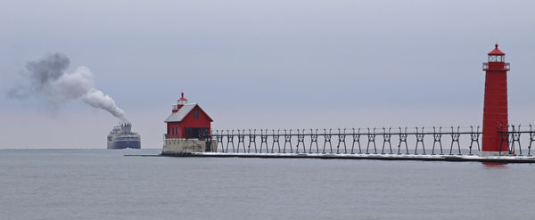Late season rush in Grand Haven's port