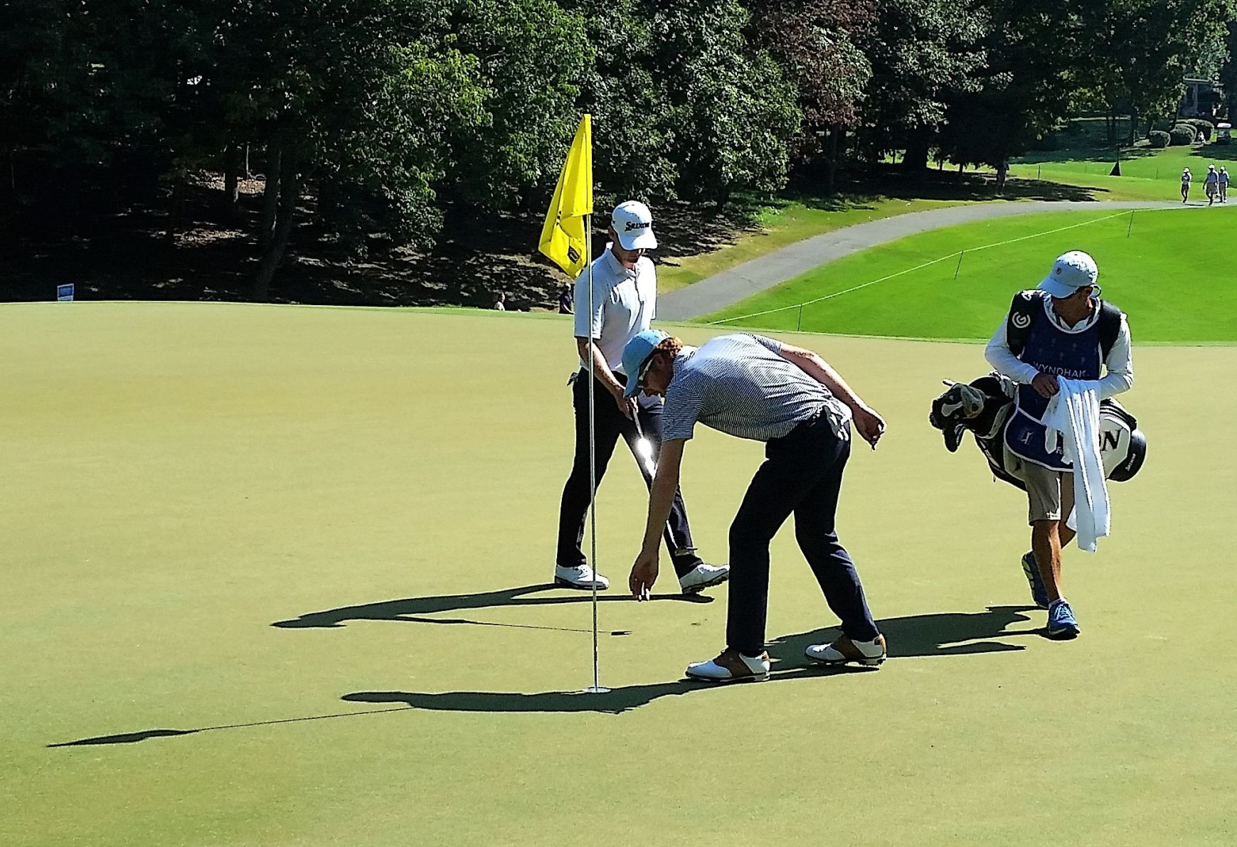 Armour takes lead with career best round