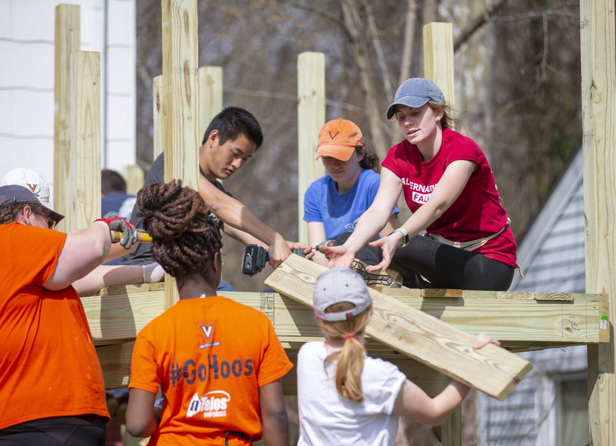 UVA students lend hand to handicapped ramp project