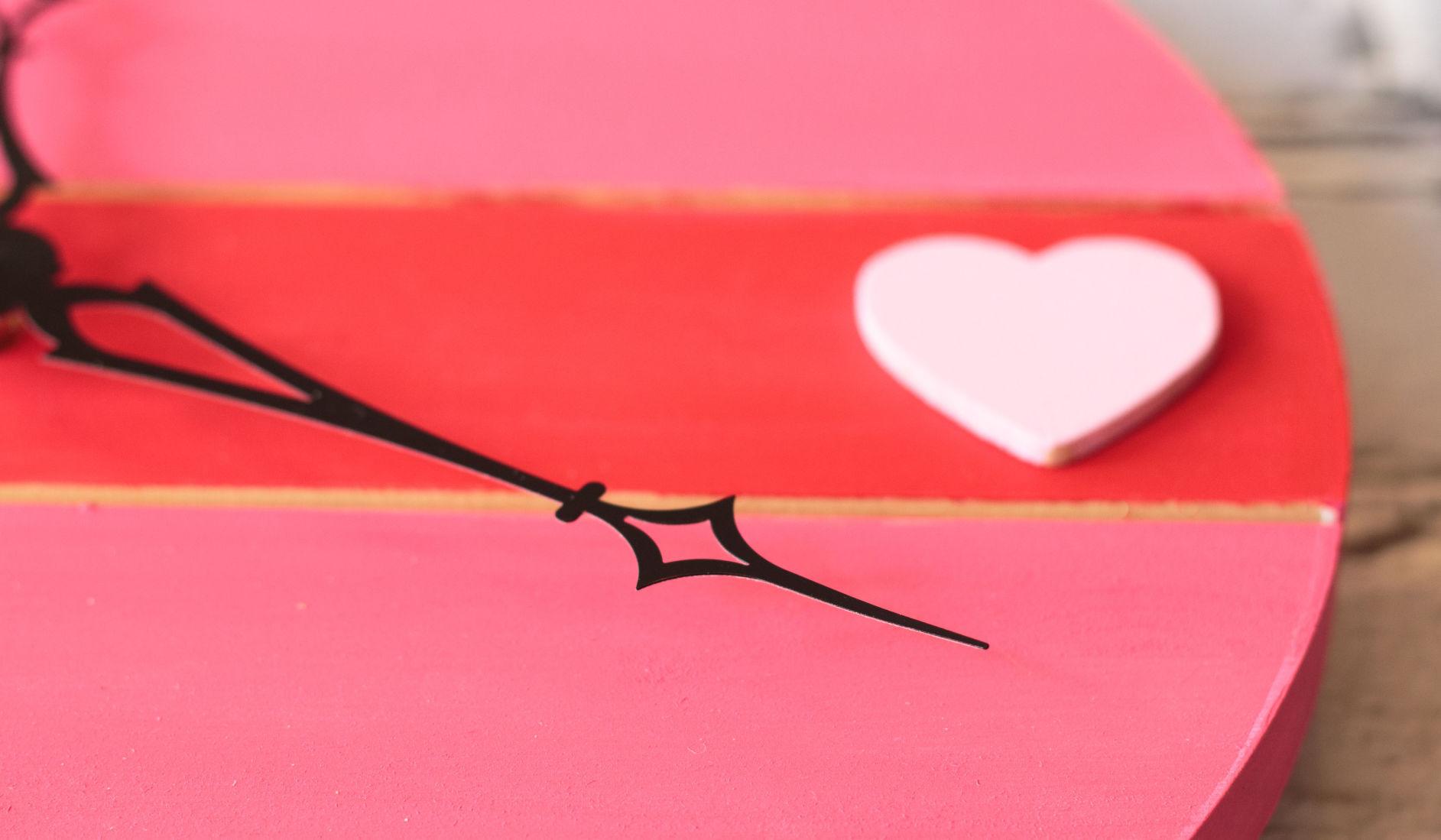 valentines day pallet clock 5jpg DIY Valentineu0027s Day crafts clock