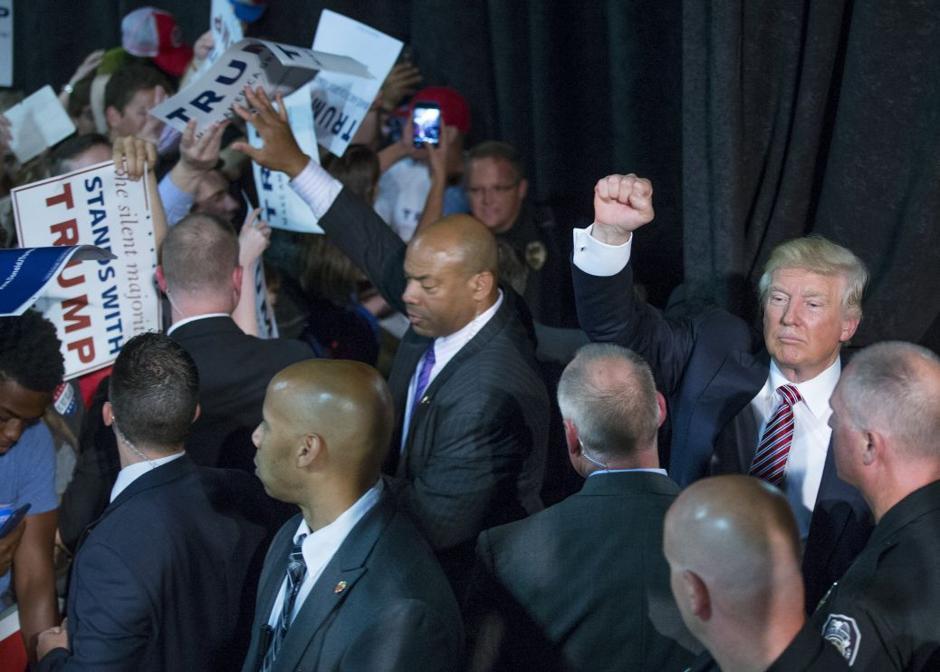 20160615g_nws_trump_pumps fist