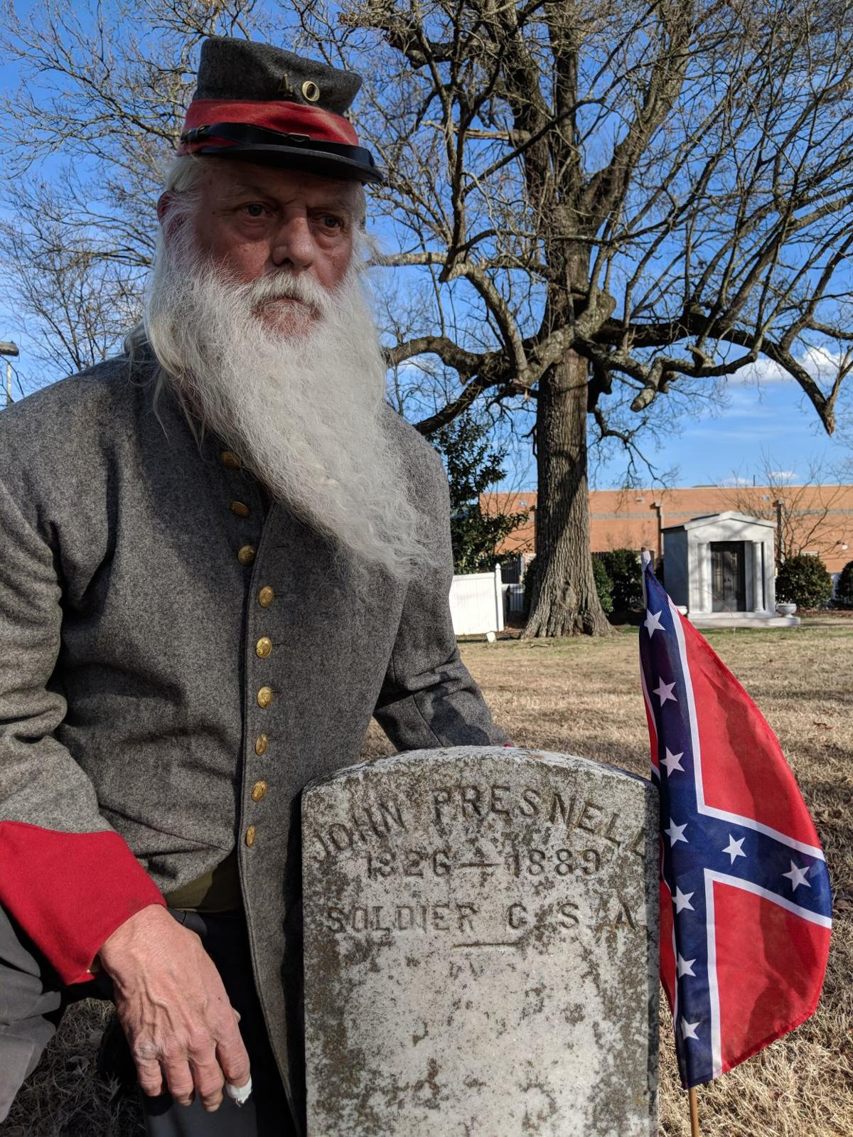Dwain Parks with Presnell grave.jpg