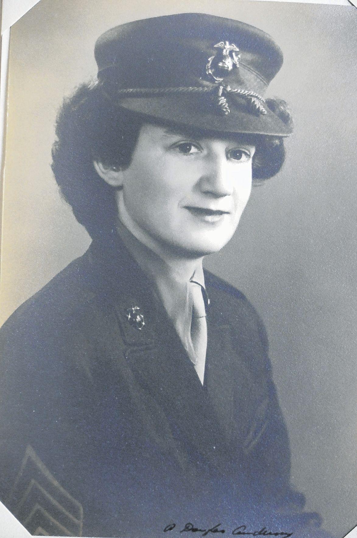Cole, Dorothy - Marines 1943-1945