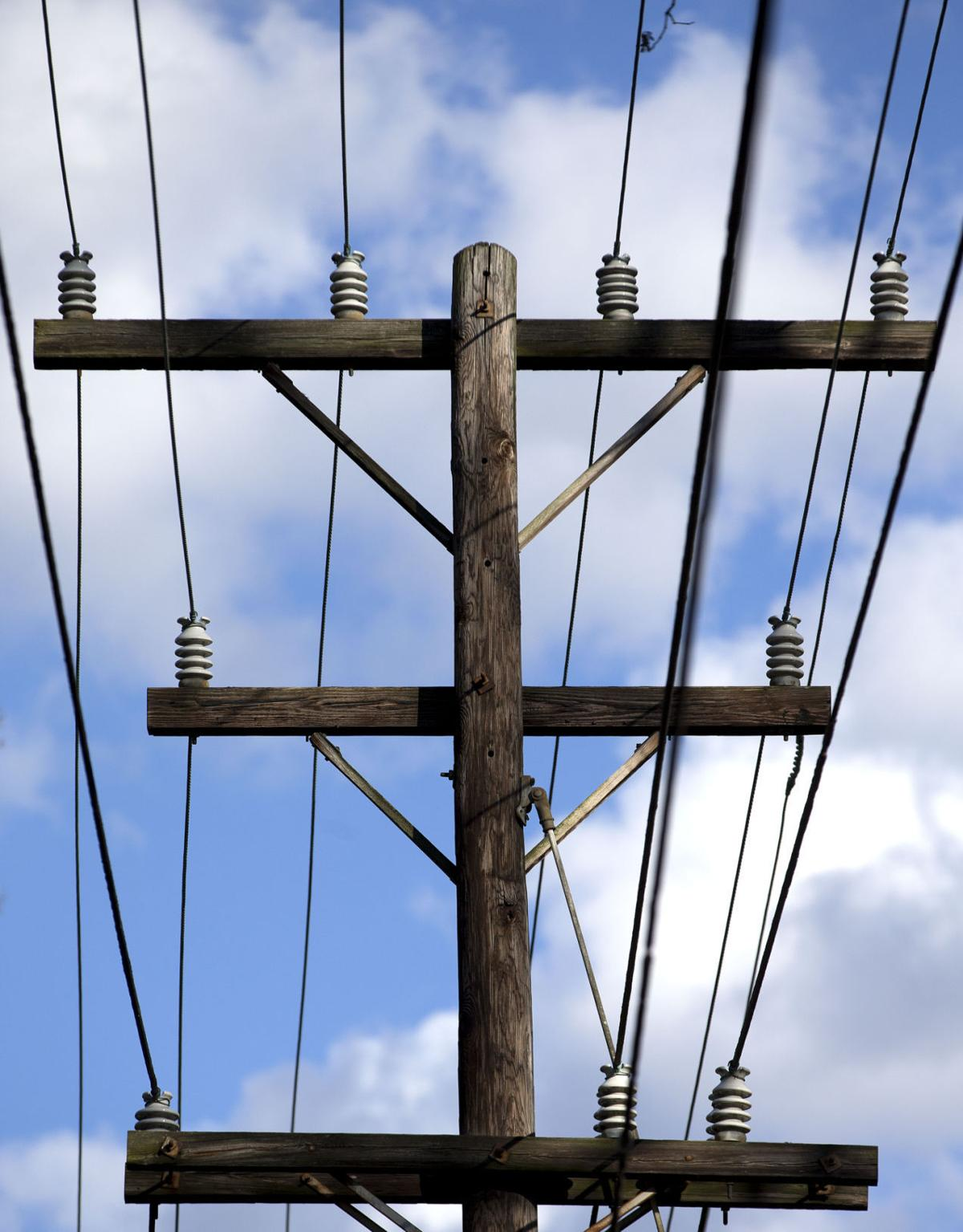 Residents say power lines endanger their health in Lake