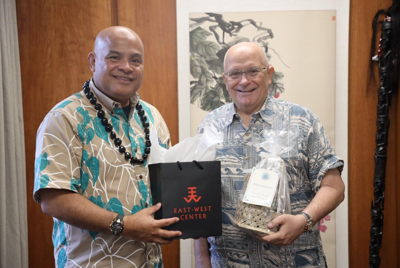 FSM president meets with East-West Center