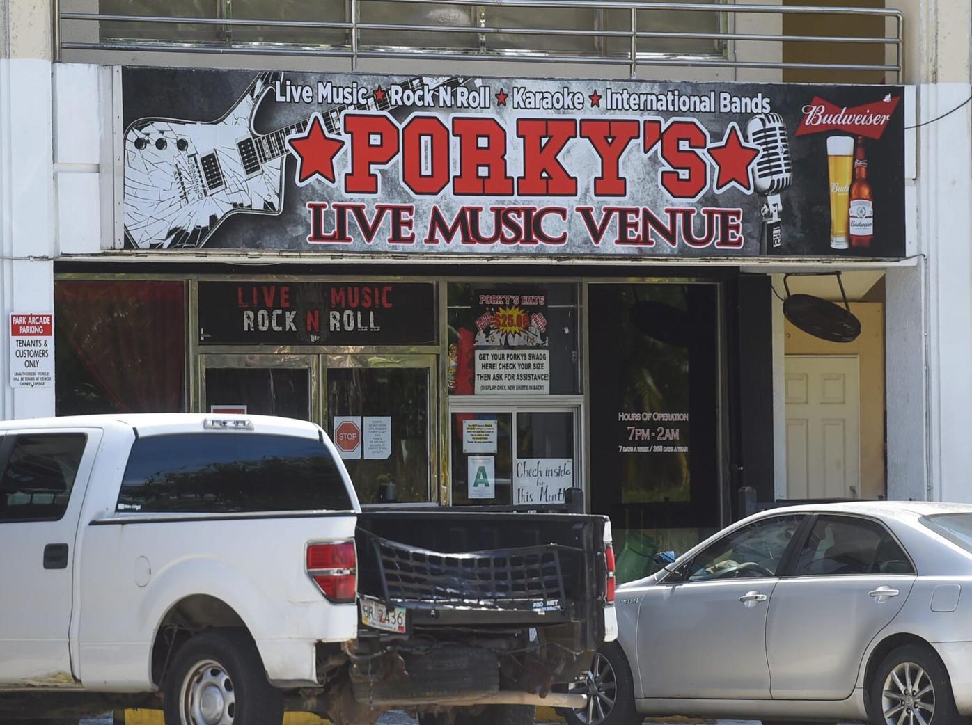 Porkys Bar 01