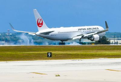 Plane Arrivals 01