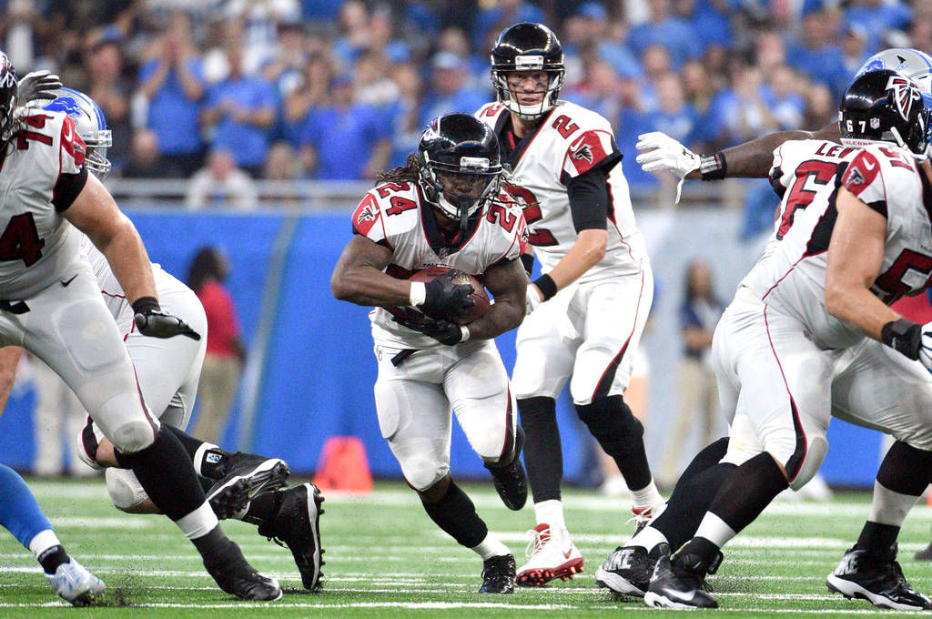 Julio Jones leaves Falcons game with hip injury
