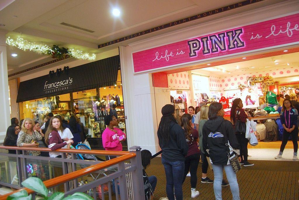 Shoppers pack gwinnett stores for black friday deals slideshows for Garden state plaza black friday hours