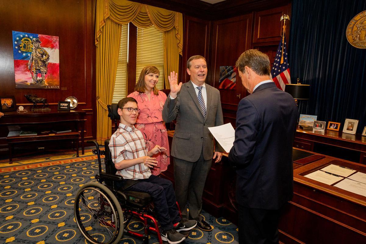Brooks sworn in by Kemp.jpg