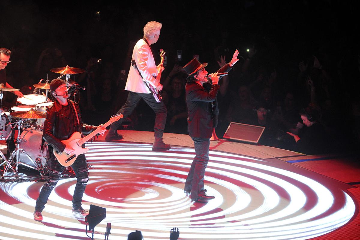 U2 shines during sold out Experience + Innocence tour at Infinite ...