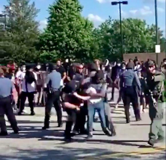 Protests at Sugarloaf Mills.jpg