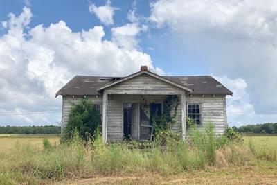 abandoned house.jpeg