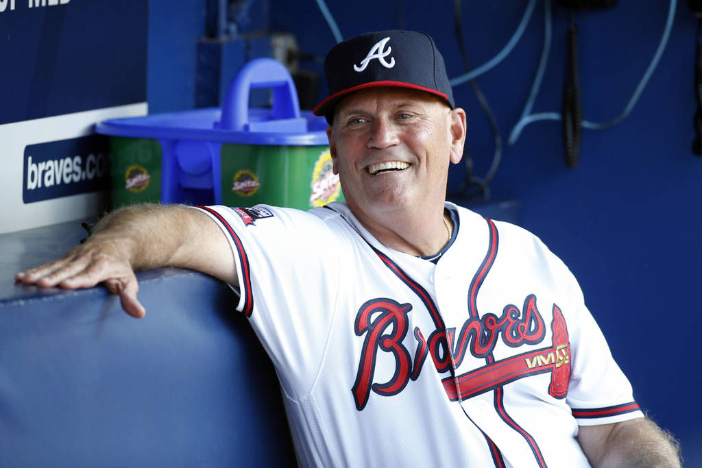 Atlanta Braves retain manager Brian Snitker for 2018