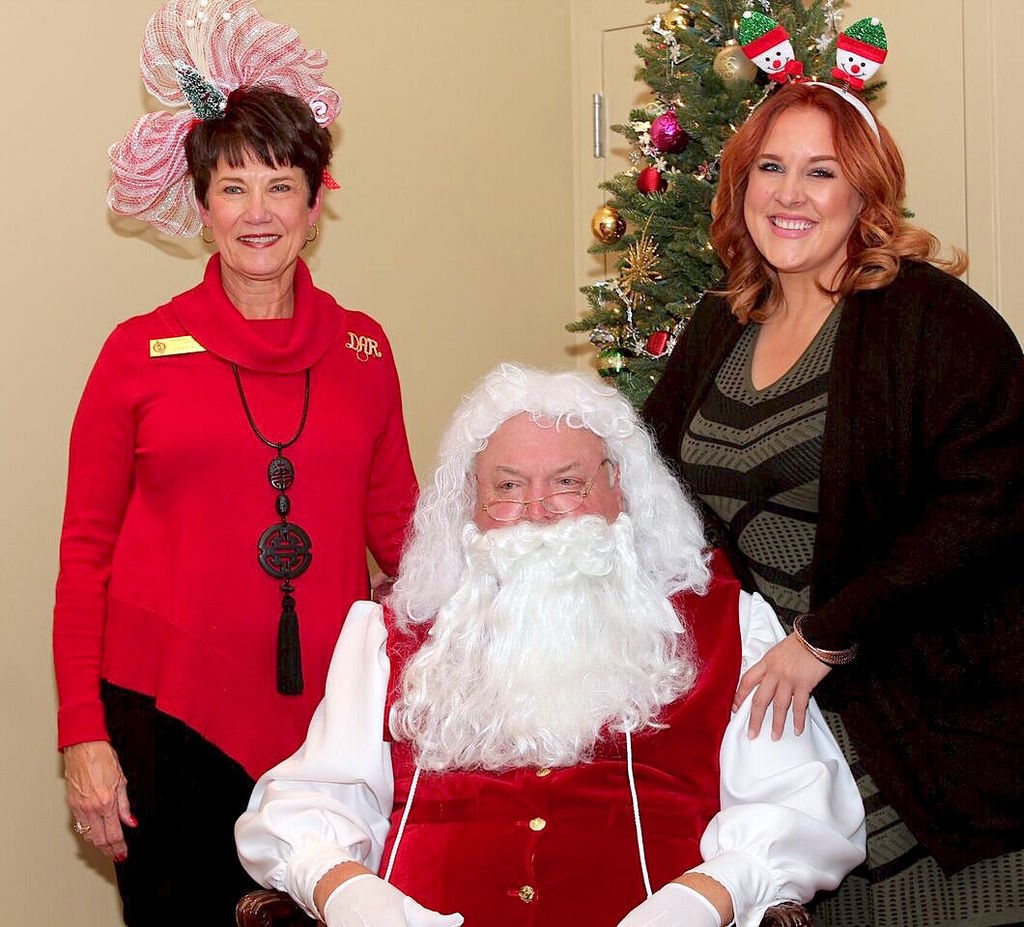 Philadelphia Winn DAR brings holiday cheer at annual Tamassee party