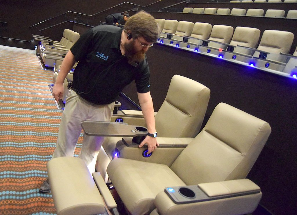 New Ovation Cinema Grill 11 Theater On Scenic Highway Opens Slideshows Gwinnettdailypost Com