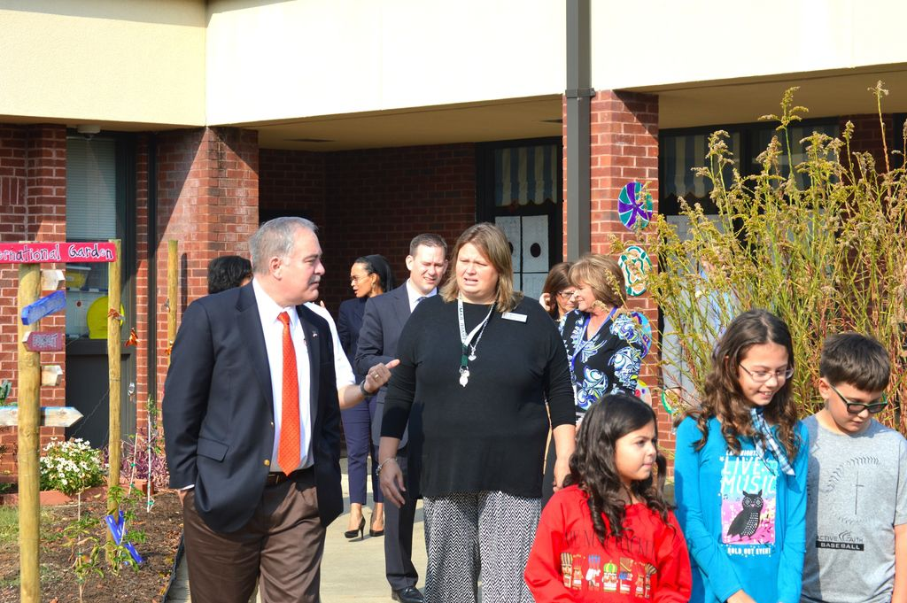 Pharr Elementary Shows Off Garden To State Superintendent News Gwinnettdailypost Com Want more info about pharr elementary? pharr elementary shows off garden to