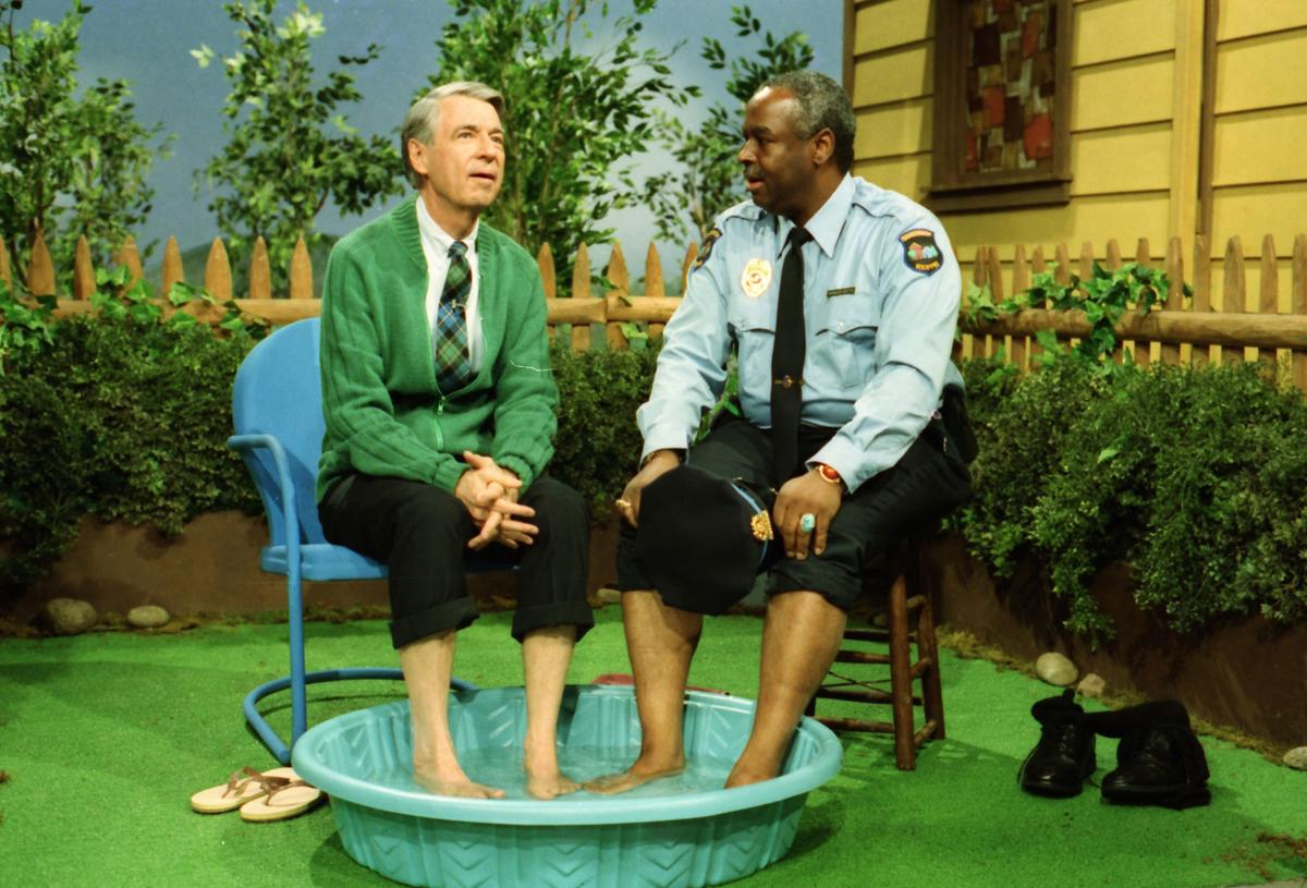 Movie Review Mr Rogers Biopic Won T You Be My Neighbor A Wonderful Apolitical Documentary Until It Isn T Movies Gwinnettdailypost Com