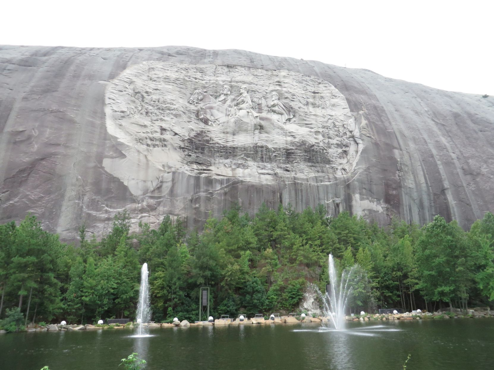 Naacp wants removal of confederate generals from stone mountain