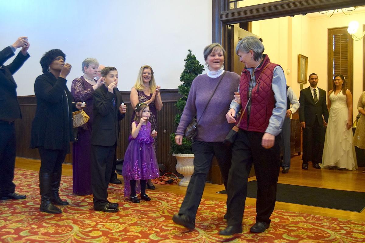 Nearly a dozen couples exchange vows at Gwinnett bicentennial-themed mass wedding