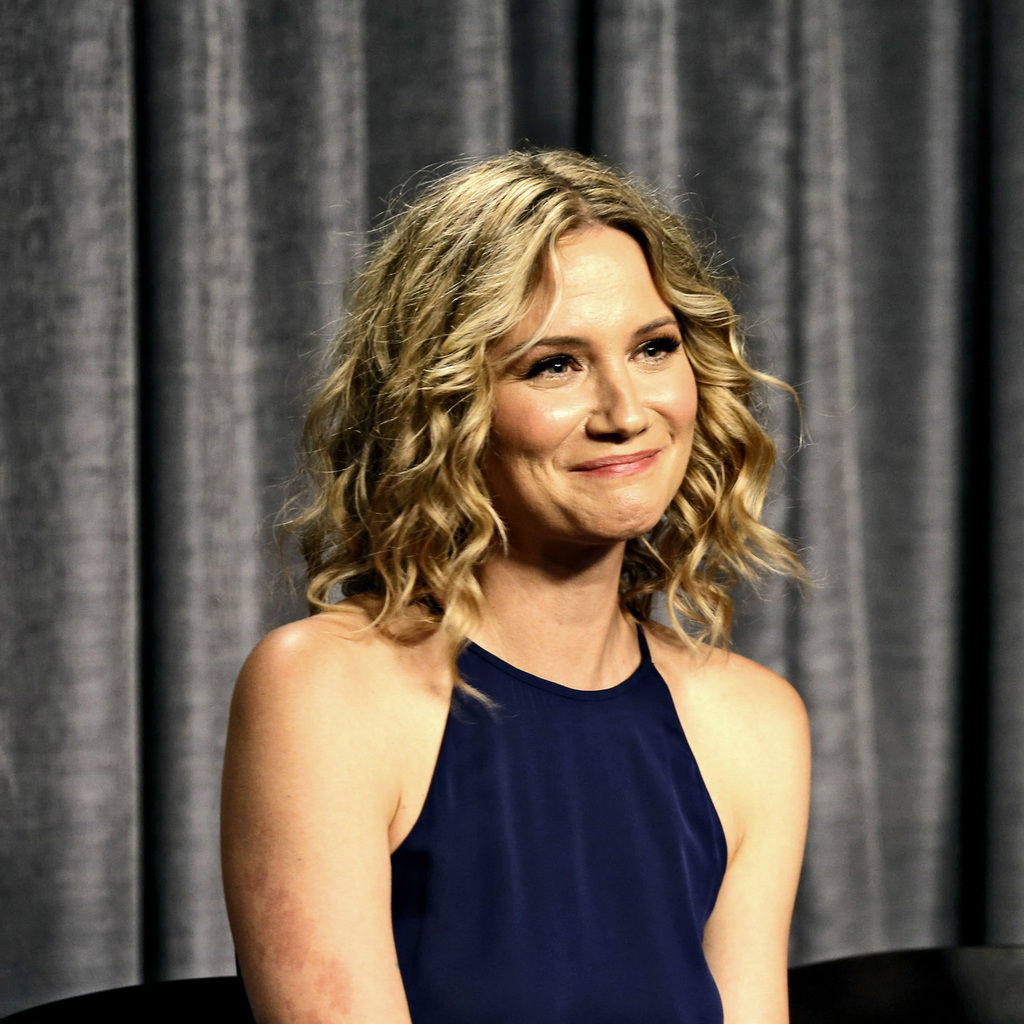 Jennifer Nettles helps bring more of the young Dolly Parton\'s life ...