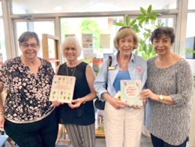 Hammond Garden Club donates books to library