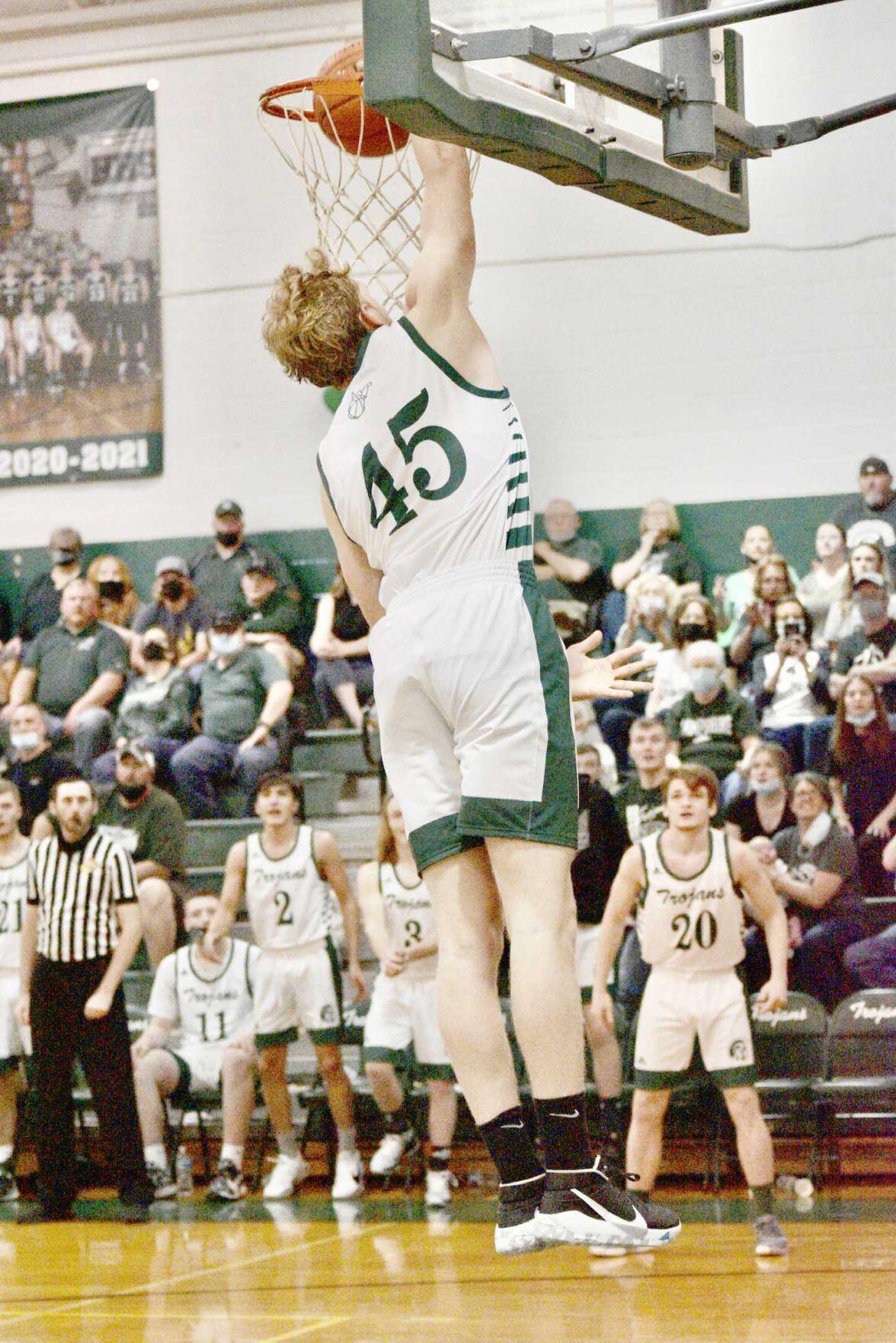 Christian Hicks dunk copy.jpg