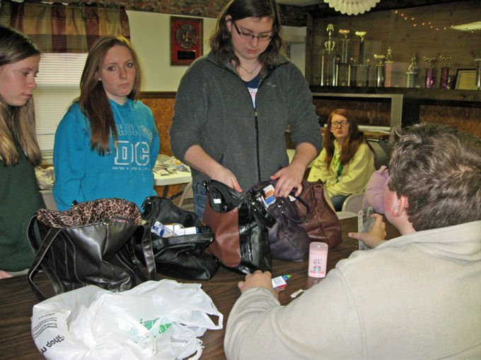 On the Level 4-H club aids crisis center