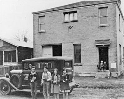P-1 Photo -- Old bookmobile in front of Mason buildingjpg.jpg