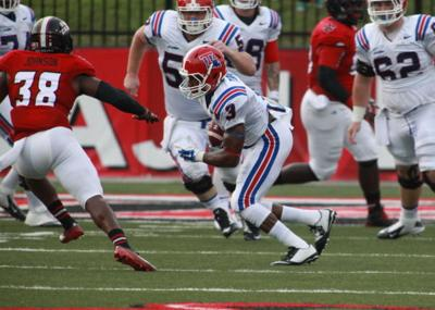West Monroe alumnus Paul Turner (#3) makes a catch against UL-L