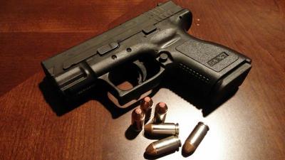 handgun-231699_1920.jpg