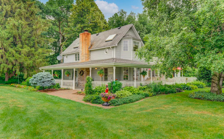 Beldenville, Wis., farm house for sale